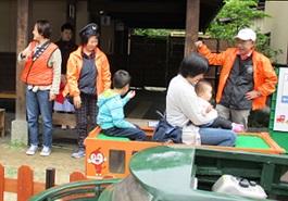 5月20日 朝市1周年記念イベントにミニ列車運行で参加
