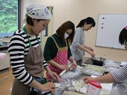 5月31日 小麦粉をこね、皮から手作り本場中国の餃子作り