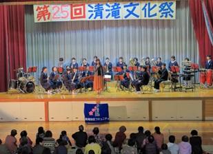 日高西中学校吹奏楽部の演奏